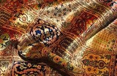 Μια φορά κι έναν καιρό στα βάθη της Περσίας ήταν το πιο όμορφο, το πιο πολύτιμο, το πιο ακριβό και ξεχωριστό χαλί του κόσμου..