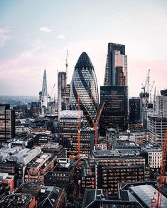Information on one of the best motels and steps to do in The city of london. Maps, travel tips and even more. London Eye, City Of London, London Tours, London Travel, Gherkin London, Places To Travel, Places To Visit, Travel Local, Shopping Travel
