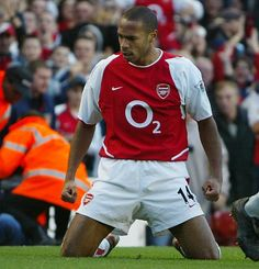 Arsenal legend Thierry Henry has admitted he learned to hate north London rivals Tottenham Hotspur during his eight-year stint under Arsene Wenger. Henry is the club's record goalscorer. Arsenal Fc, Arsenal Stadium, Arsenal Players, Arsenal Football, Nike Football, Street Football, Arsenal News, Best Football Players Ever, Soccer Players
