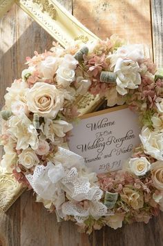 ウェルカムリース - コンフォルト Wedding Wreaths, Wedding Bouquets, Wedding Flowers, Green Flowers, Silk Flowers, Flower Decorations, Wedding Decorations, Floral Wreath, White Wreath