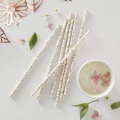 25 Ditsy Floral Paper Party Straws, Floral Paper Straws, Floral Party, Wedding Straws, Baby Shower P Paper Straws, Summer Party Decorations, Bridal Shower Decorations, Décoration Baby Shower, Classy Hen Party, Organiser Une Baby Shower, Photos Booth, Photo Souvenir, Colors