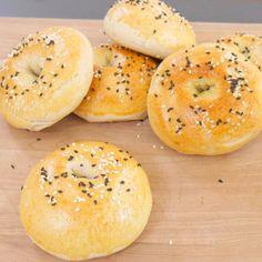 Aprende a hacer bagels caseros. ¡Te encantarán!