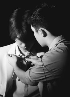 Kyungsoo fixing Jongin's bow^.^