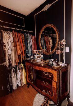 Room Closet, Master Closet, Casa Loft, White Bookshelves, Beauty Room, New Room, Decoration, Sweet Home, Bedroom Decor