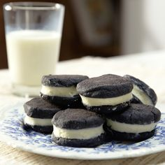 These easy Homemade Oreos are made completely from scratch. Soft, fudgy chocolate cookies are stuffed with a simple, vanilla cream filling. (Cream Cheese Frosting recipe also available for filling. Cheap Clean Eating, Clean Eating Snacks, Delicious Desserts, Yummy Food, Tasty, Easy Desserts, Baking Recipes, Dessert Recipes, Deli Food