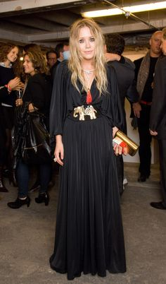 Pin for Later: 84 Styling Hacks We Learned From Mary-Kate and Ashley Olsen Tassels, Golden Brooches, and Metallic Clutches Make For Very Boho Attire — Embrace It All Mary-Kate Olsen at a book launch in Mary Kate Olsen, Mary Kate Ashley, Ashley Olsen Style, Olsen Twins Style, Olsen Fashion, Boho Fashion, Fashion Tips, Mode Simple, Types Of Dresses