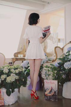 YoonSeonYoung Oriental Fashion, Asian Fashion, Girl Fashion, Beautiful Legs, Beautiful Models, Asian Woman, Asian Girl, Girls In Mini Skirts, Pretty Asian