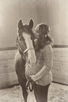 Maternity shot with horse.