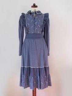 Vintage 1970's Dress  Blue Prairie Dress von PaperdollVintageShop, €24,90