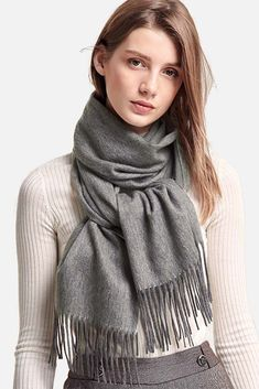Stylish and warm cashmere scarf. Get yourself the best quality cashmere scarf from Ovcio. Winter Outfits, Outfits Casual, Uni Outfits, Jumper, Head Scarf Styles, How To Wear Scarves, Cashmere Scarf, Womens Scarves, Autumn Fashion