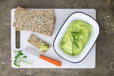 GNAMBOX - MAIOCADO Ecco la maionese che mai ti saresti aspettato. È vegana e a base di avocado, noi la spalmiamo sui cracker di semi o la utilizziamo nei nostri sandwiches.