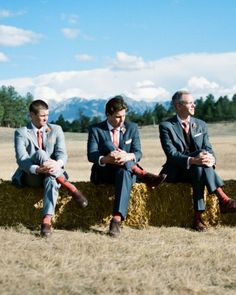 Groomsmen pose for their portrait on hay bales Groomsmen Poses, Groom And Groomsmen Style, Barn Wedding Inspiration, Wedding Ideas, Barn Wedding Photos, Rustic Wedding, Nature Color Palette, Pic Pose, Martha Stewart Weddings