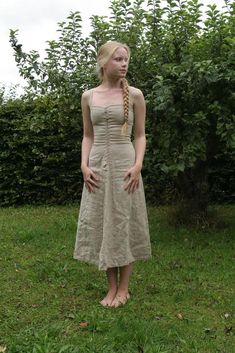 Linen underdress inspired by the garments worn by bath attendants of the 14th century. Made of heavier linen to be supportive. Wonderful pieces on her site!