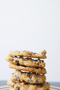 Momofuku Copycat Cornflake Chocolate Chip Marshmallow Cookies- Crispy, gooey, and buttery. These copycat chocolate chip cookies should be the next thing you bake!