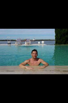 Swimmingpool • Lionel Messi