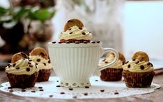 Chocolate chip cookie dough Cupcakes med Dulce de leche- frosting