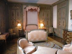 Second bedroom in the Musee Jacquemart-Andre ( looking through artschoolglasses- )SyTyCs. Two Bedroom, Modern Bedroom, Guest Bedrooms, Dream Bedroom, Master Bedroom, Living Room Decor, Bedroom Decor, Dining Room, Bergere Chair