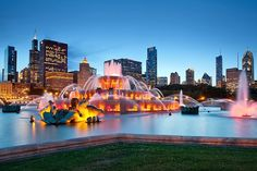 IL – Buckingham Fountain, Chicago, Cook county, Illinois, USA. It's situated in Grant Park, S. Columbus Dr. @ E. Congress Parkway. https://www.google.ca/maps/place/Buckingham+Fountain/@41.8757944,-87.627703,15z/data=!4m5!3m4!1s0x880e2ca005fd8e87:0x2440022c9be1ae59!8m2!3d41.8757944!4d-87.6189483