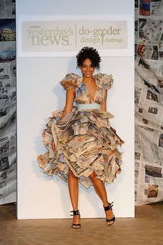 Amazing Paper ArtWork Dresses You Ever Seen - Nona Gaya Recycled Costumes, Recycled Dress, Recycled Clothing, Paper Fashion, Fashion Art, Fashion Show, Fashion Design, Paper Clothes, Paper Dresses