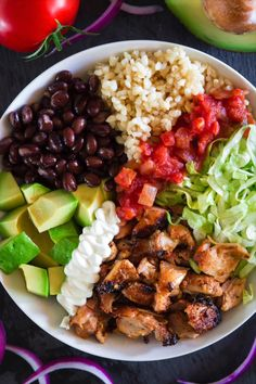 Delicious and healthy Chipotle Chicken Bowl recipe! Full of flavor from all the spices and low on calories without the tortilla. #chipotel #chipotlechicken #chickenbowls #chipotelbowl #chipotlerecipe