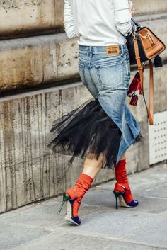 Denim skirt with tulle details.