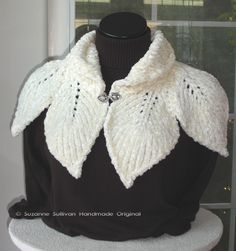 knitted leaves neckwarmer pattern