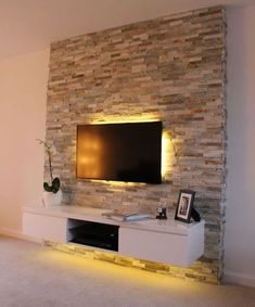 ▷ 1001 + Ideen für Fernsehwand Gestaltungen – Ideen und Tipps tv wall panel stone effects on the wall bastion stones behind the television discreet led lighting in yellow color shelf under the tv Panneau Mural Tv, Wall Behind Tv, Tv On Wall, Tv Wall Panel, Tv Wanddekor, Modern Tv Wall, Tv Wall Decor, Tv Wall Design, Living Room Tv