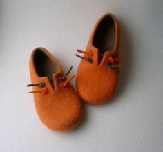 Handmade felted slippers / wool shoes / gift for women by Avalelis