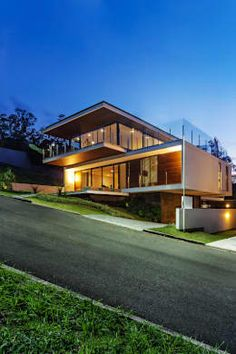 Casa LB by Jobim Carlevaro Arquitetos Modern Architecture House, Futuristic Architecture, Residential Architecture, Modern House Design, Architecture Design, Loft Design, Modern Exterior, Exterior Design, Facade House