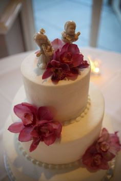 Hawaiian wedding cake topper with orchids on our cake