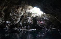 Caverna de los Tres Ojos - Republica Dominicana, es un punto de referencia nacional. Es parte de un grupo de cuevas conectadas con el río Brujuela. Fue descubierto en 1972 durante el gobierno del fallecido presidente Dr. Joaquín Balaguer.