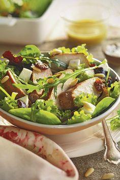Ensaladas de verano fáciles y apetecibles Dried Fruit, Cobb Salad, Sprouts, Healthy Life, Salads, Food And Drink, Dinner, Vegetables, Cooking