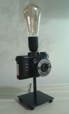 Stylowa lampa z aparatu foto. Do wykonania lampy użyto polskiego aparatu Druh i żarówki typu Edison.  Zainteresowanych zakupem zapraszam do kontaktu: ladnyprezent@gmail.com