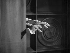 Orlacs Hände (Robert Wiene, 1924) Robert Wiene, Holding Hands, Film, Photography, Movie, Photograph, Film Stock, Fotografie, Cinema
