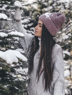 Photography Poses Women, Winter Photography, Girl Photography, Photography Basics, Cute Poses For Pictures, Snow Pictures, Christmas Photography Couples, Teen Photo Shoots, Ideas For Instagram Photos