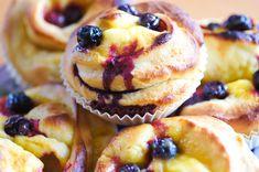 Boller med blåbær og sitronkrem Norwegian Food, Norwegian Recipes, Eat Cake, Cravings, Nom Nom, Cake Recipes, Sweet Tooth, Sweet Treats, Good Food