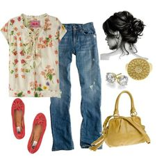 I should wear something like this today. Boyfriend jeans, little flowered summer top, ballet shoes, leather bag, studs, big ring.