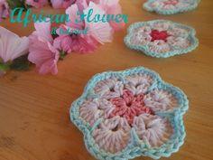 Buon giorno amiche !   Come promesso ecco il tutorial per l' African Flower che ho usato nella ghirlanda ( qui )         Vi servono lana ...