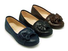 Tienda online de calzado infantil Okaaspain. Diseño y Calidad al mejor precio fabricado en España. Bailarina tipo Slipper con lazo en serratex estampado para niñas y mamás. Envíos gratis en 24, 48 horas laborables.