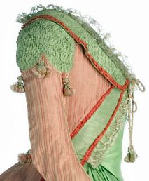 Side view detail of shoulder, sleeve and bodice of a Polonaise robe, Spain, 1775-1785, Salmon silk & fabric decoration with applied green silk taffeta.(c) Museo del Traje.  For the entire gown visit 18th Century Fashion Fem: http://pinterest.com/pin/278589926921002729/