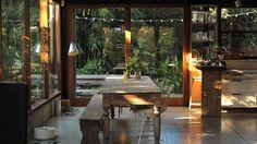 Canela y Naranja: Luz de hogar. Casa abierta a la naturaleza y a la luz natural