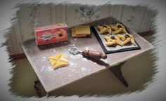 Miniatures, dollhouses and DIY- projects Diy Projects, Dollhouses, Desserts, Table, Miniatures, Furniture, Food, Home Decor, Tailgate Desserts