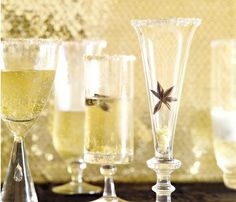 Seasonal Sips: Ginger Champagne Cocktail #SELFmagazine