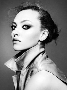 Amanda Seyfried - love the serious eye makeup here.