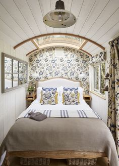 Hideaway Shepherds Huts at Buckland Abbey - Wohnwagen Luxury Glamping, Airstream Interior, Boat Interior, Caravan Renovation, Luxury Cabin, Shepherds Hut, Tiny House Living, Rv Living, Tiny Spaces