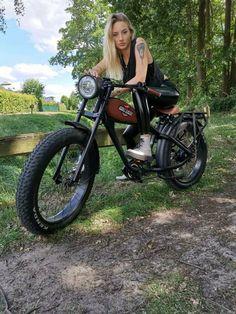 Giant Electric Bike, Best Electric Bikes, Vespa Vintage, Vintage Bikes, Best Motorbike, Motorcycle Bike, Gas Powered Bicycle, Eletric Bike, Cafe Racer Moto