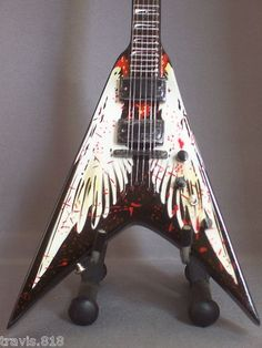 Dave Mustaine Angel Wings Flying V Guitar Painting, Guitar Art, Music Guitar, Cool Guitar, Dean Guitars, Dave Mustaine, Best Guitarist, Kiesel, Guitar Accessories