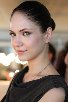 Oscar de la Renta Bridal 2013 , nice make up for green eyes @Kay Fenn Melania  #makeup