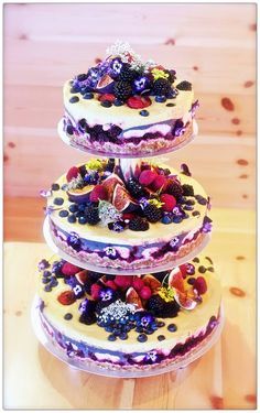 Love the decoration on this cheese cake stack