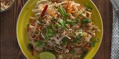 The best homemade chicken pad thai - Recipes - Ma Fourch .- The best homemade chicken pad thai – Recipes – Ma Fourchette Thai Recipes, Chicken Recipes, Cooking Recipes, Great Recipes, Favorite Recipes, Asian Chicken, Wok, Chinese Food, Stir Fry